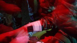 Zranenie nohy fixované zásobníkom