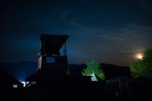 Krásna noc v modrom údolí